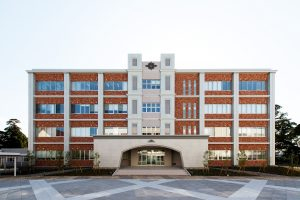 宮崎学園短期大学(正面)